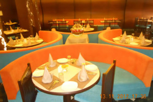 CENTRE_ROUND_TABLE